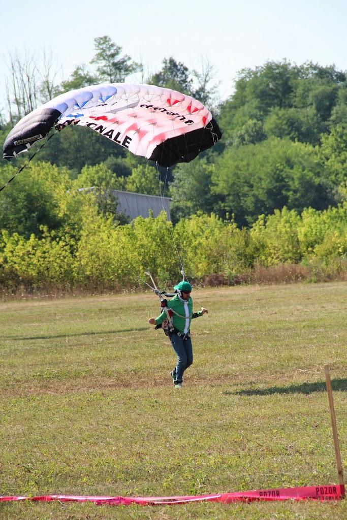 29-PARACHUTISME CHAMPIONNAT EUROPE BOSNIE 2013 - FREE FLY atterrissage avant RESULTATS (C) FAI