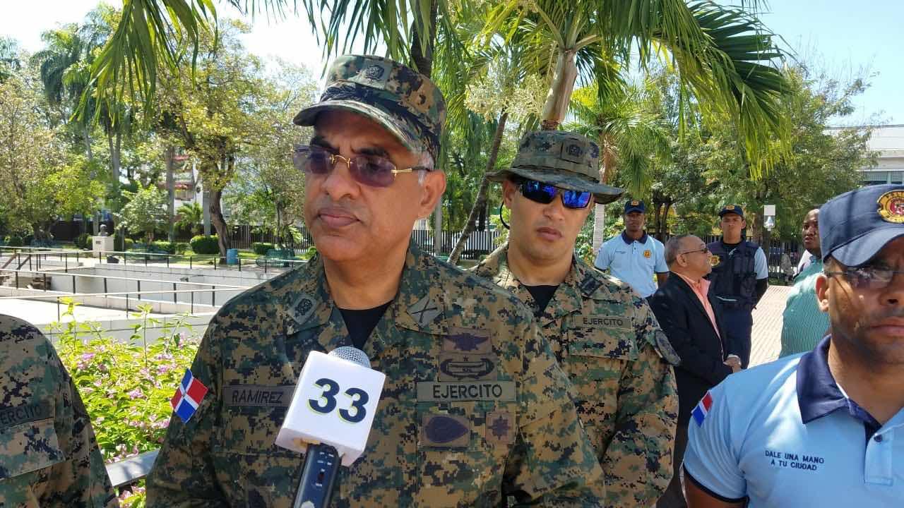 """Gral.Ramírez Martínez felicita a trabajadores por su día, en especial a los del """"Comando Conjunto Metropolitano del MIDE""""."""
