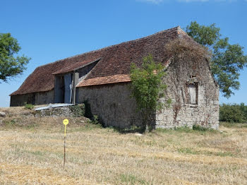 ferme à Mayrinhac-Lentour (46)