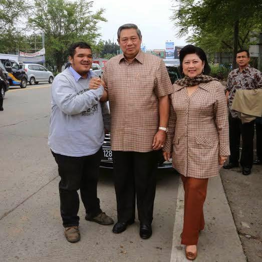 Yuk kita baca Langsung beritanya yang di sanggup dari FF SBY sendiri  Mobil Pak SBY tiba-tiba dipepet oleh sepeda motor
