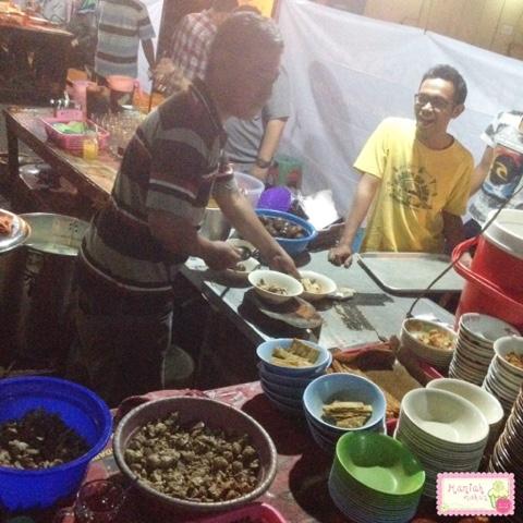 maniak-makan-timlo-maestro-solo-keprabon-preparation-desk