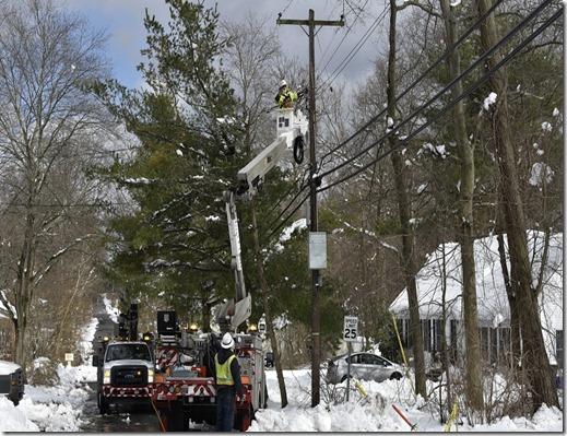 JCP&L crew doing snow repairs