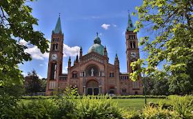 50 شابا تركيا يقتحمون كنيسة فى الحي العاشر فى فيينا ويخربون أثاثها