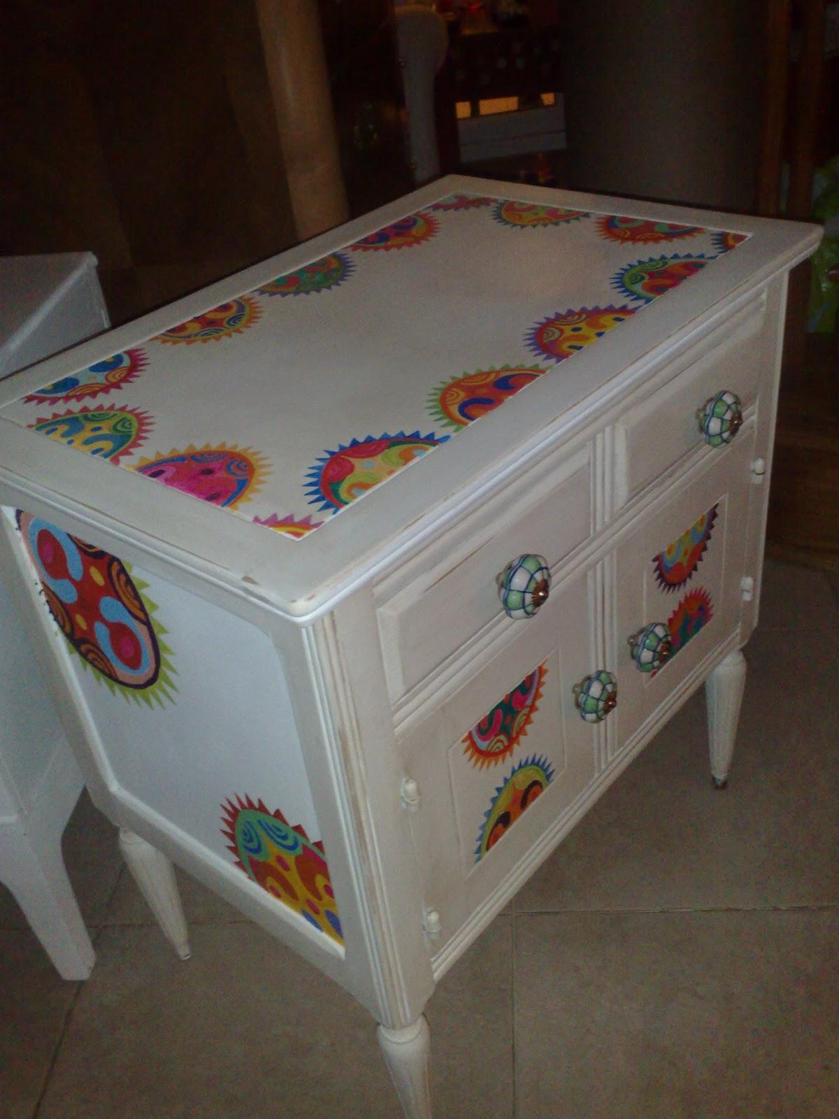 Vintouch muebles reciclados pintados a mano marzo 2011 - Muebles de madera pintados a mano ...