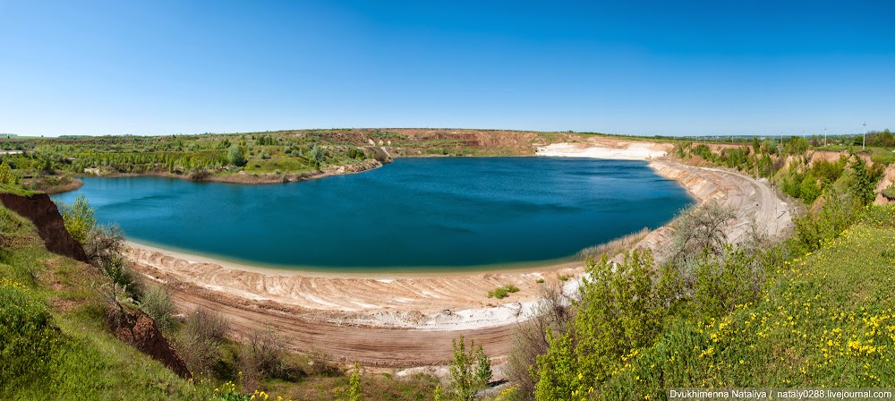 Харьковская область: озеро на АО «Новоселовский ГОК»