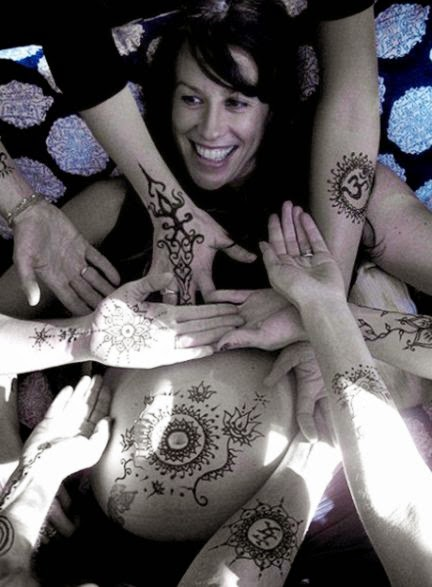 Alanis Morissette Uses Henna Body Art To Celebrate Her Growing