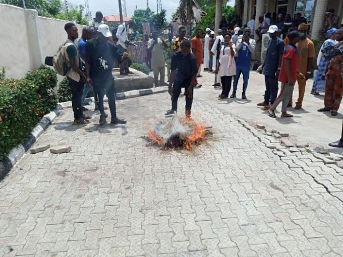 JUST IN: Thousands Dump APC In Kwara State, Burn Brooms (See Photos)
