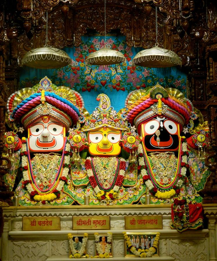 ISKCON Pune NVCC Deity Darshan 01 Jan 2017 (2)
