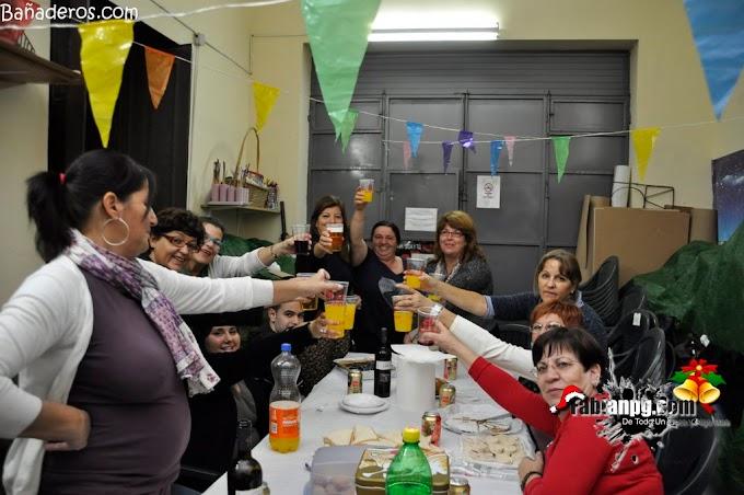Maresía organizó una merienda para celebrar la Navidad juntos.