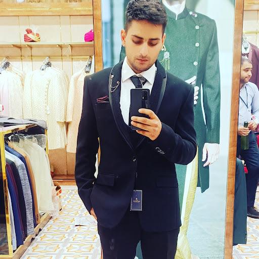 user shubam sharma apkdeer profile image