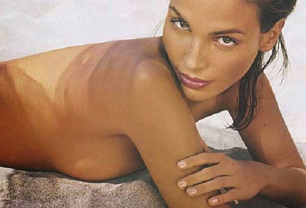 Ines Sastre, desnuda