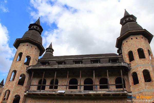Zamek w Łapalicach - na terenie zamku