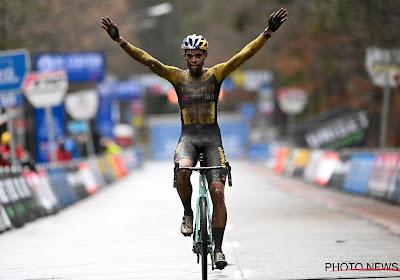 """Wout van Aert wint ondanks de foute bandendruk in het begin: """"Het zat mee, maar het zat ook goed in het hoofd"""""""