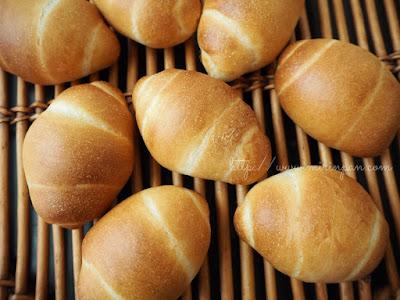 ロールパン焼き上がり