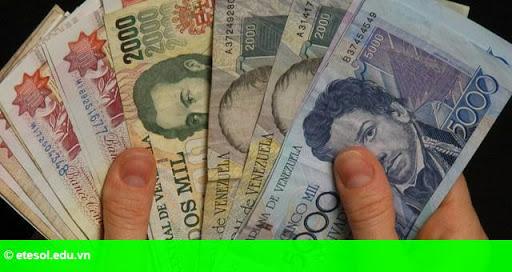 Hình 1: Đồng bolivar mất giá, kinh tế Venezuela cận kề siêu lạm phát