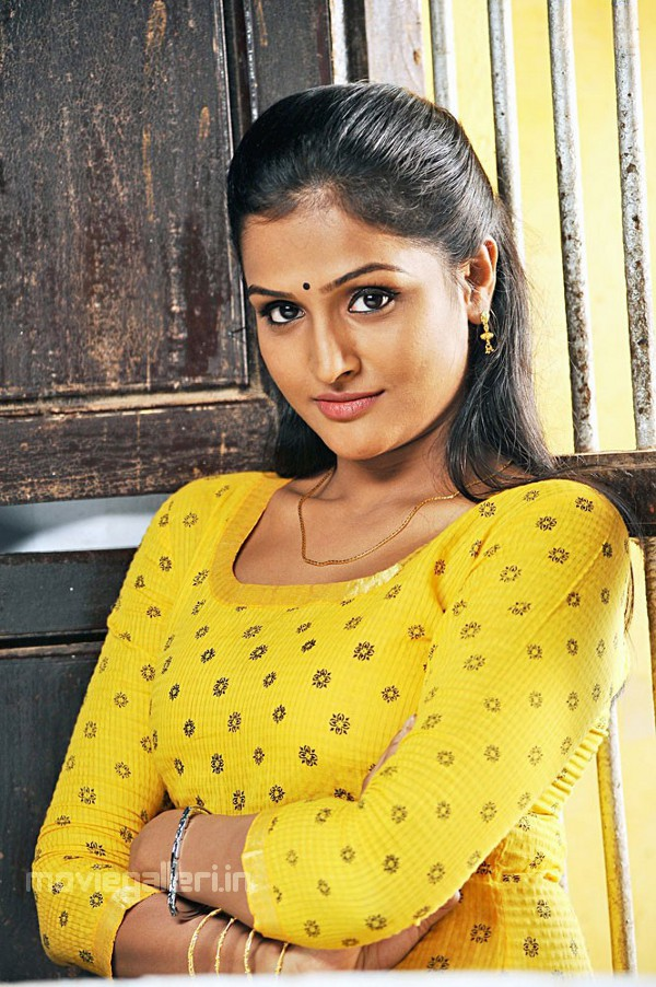 Cute Tamil Actress Wallpapers Actress Ramya Nambeesan Stills Kullanari Koottam Movie