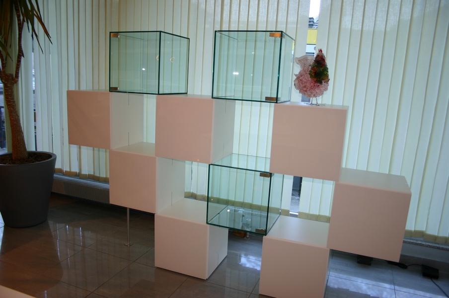 Tavoli sedie poltrone specchi e appendiabiti for Outlet mobili moderni