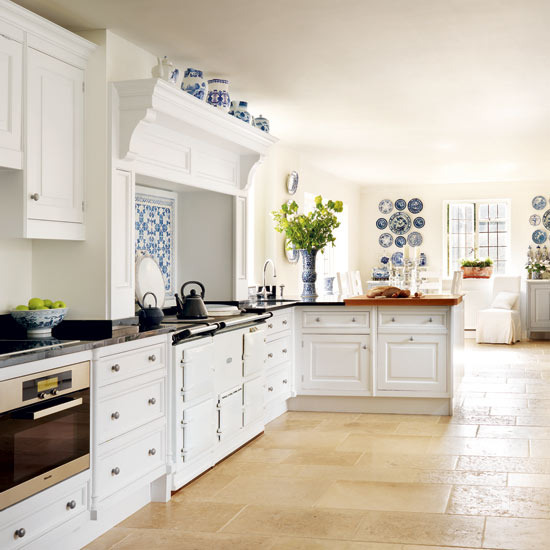 The Glam Pad 25 Classic White Kitchens with Blue & White Accessories