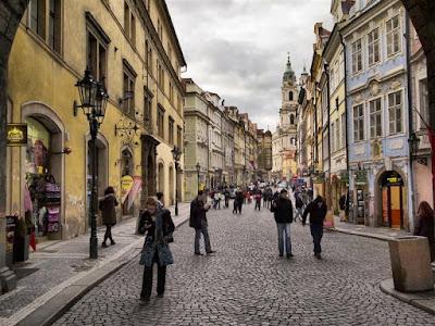 Calle Mostecká en Malá Strana (la Ciudad Pequeña) de Praga