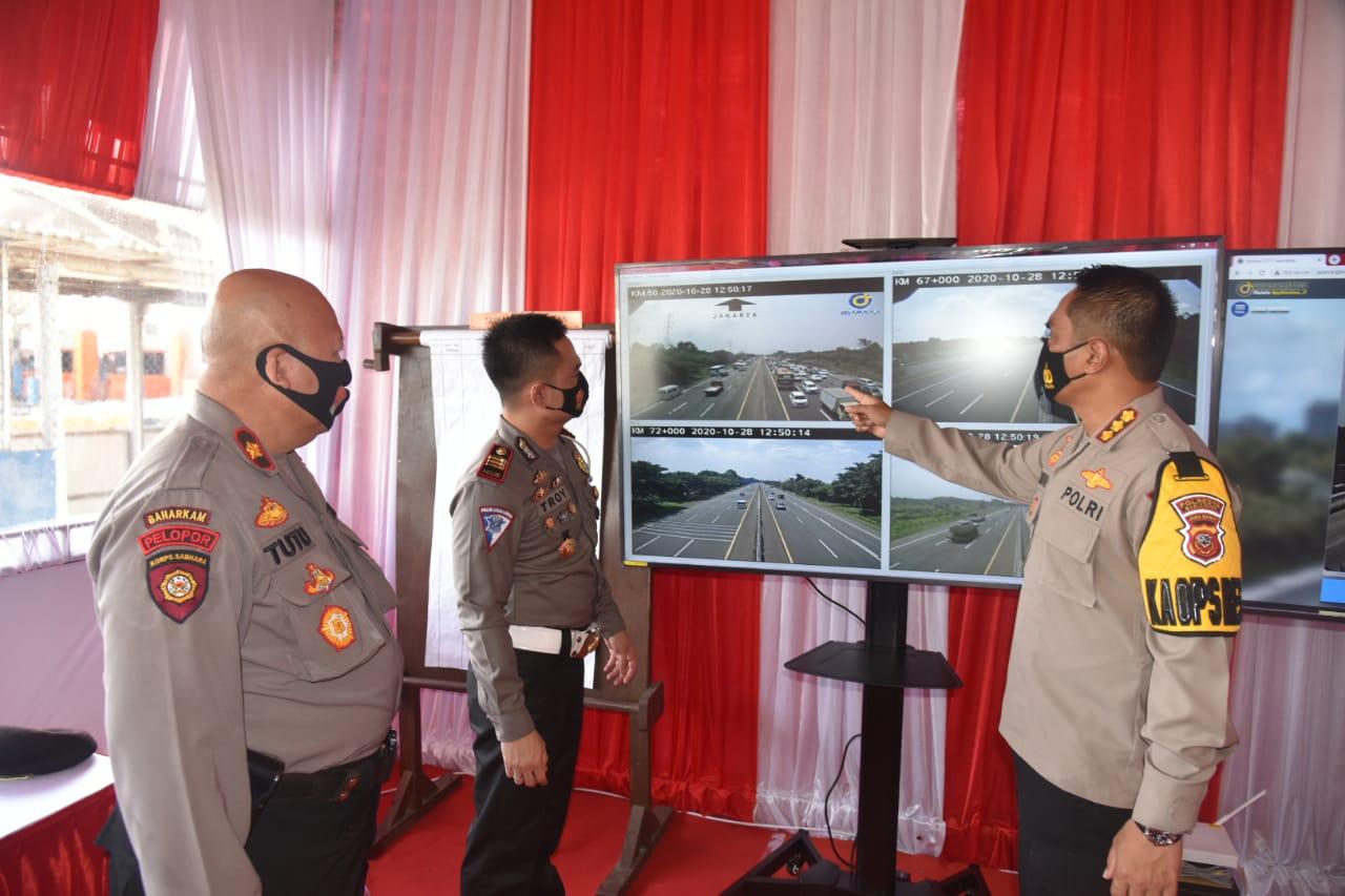 Kapolresta Cirebon Polda Jabar Pantau Arus Kendaraan Liburan Panjang
