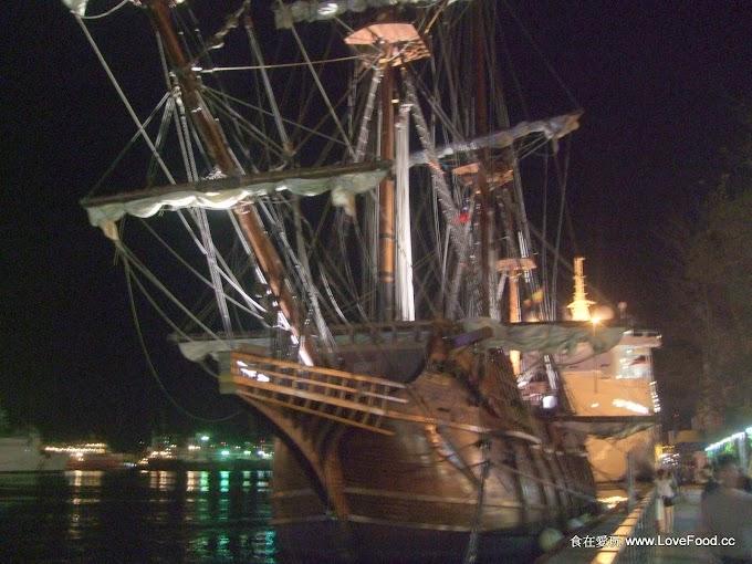 西班牙仿古船進基隆港躲颱風