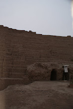 Photo: The Huaca Pucllana pyramids are built from clay bricks. The majority of the ruins have survived numerous major earthquakes.