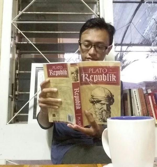Buku dan Kenikmatan Membaca