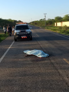 PEDESTRE MORREU APÓS TER SIDO ATROPELADO NA CE 176 NA CIDADE DE SANTA QUITÉRIA