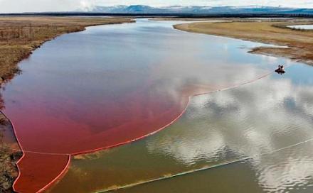 Έκρηξη σε αγωγό πετρελαίου προκάλεσε πετρελαιοκηλίδα σε έκταση 2.000 τετραγωνικών μέτρων στη Ρωσία