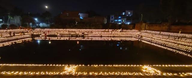 11 हज़ार दीपो से जगमगा गया शाहगंज , देव दीपावली पर हुई आतिशबाज़ी