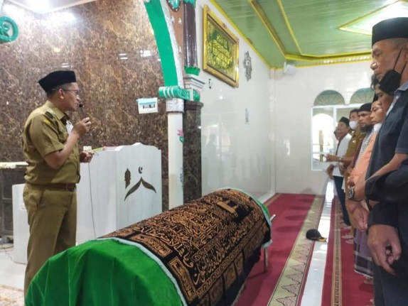 Mewakili Pemko Payakumbuh, Wawako Erwin Yunaz Lepas Jenazah Moris, Tokoh Kesayangan Warga NDB