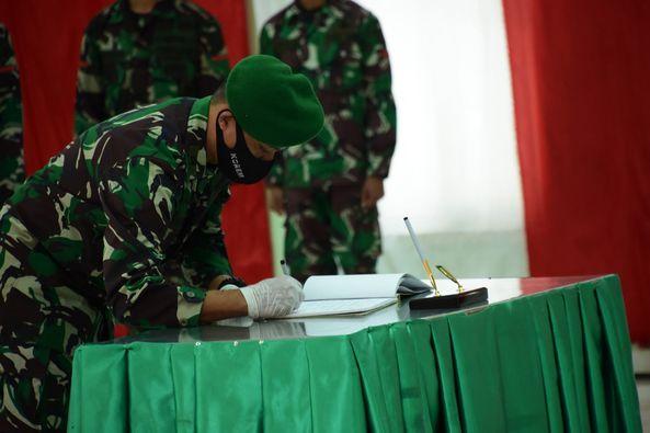 Prabowo Setiaji Pimpin Tradisi Satuan Penerimaan dan Pelepasan Perwira Korem Binaiya.lelemuku.com.jpg