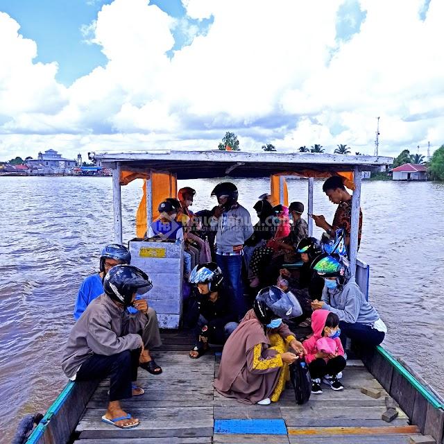 Animo Masyarakat Manfaatkan Kapal Penyeberangan di Sungai Gampa di Lebaran Meningkat