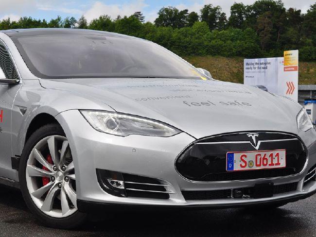 Bosch_Tesla.jpg