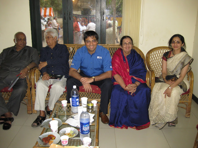 Viswanathan Anand with wife Aruna, his mother and father and the President of Mylpore Club, Mr M.A.M.Ramaswamy