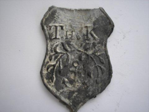 Naam: Thomas KuilmanPlaats: GroningenJaartal: 1900Boek: Steijn blz 10Vindplaats: NH kerk Middelbert, Martinikerk Groningen