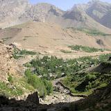 Sangou Dara depuis le vallon, 2400 m, Pamir occ., 6 juillet 200. Photo : Jean-Marie Desse