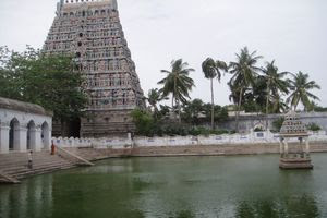 Mayiladuthurai Temple Main Gopuram View With Temple Tank 02