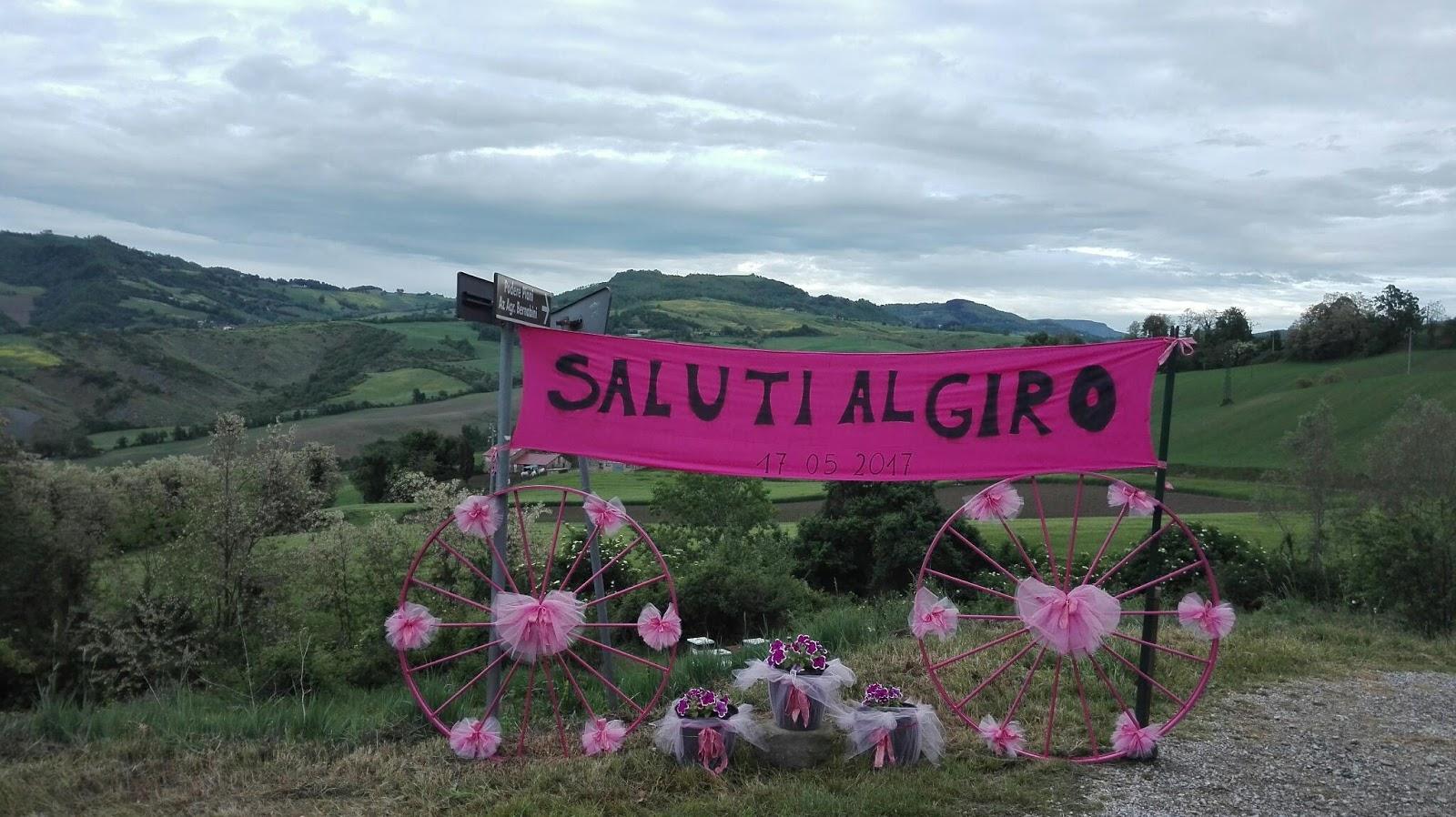Linea Gotica Scritte per Pantani e Scarponi sulla salita del Carnaio paesi e campagne in rosa