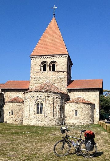 Cluniazenser-Priorat Saint-Sulpice (11. Jh.) am Nordufer des Genfer See