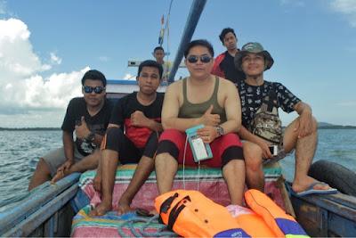 Perahu menuju Pulau Tanjung Kunyit