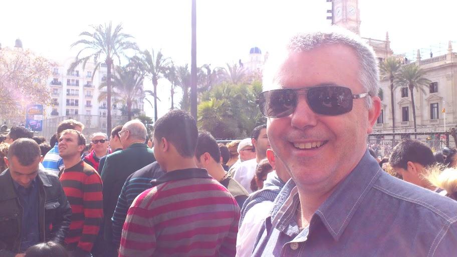 Miguel Gómez minutos antes de la mascletà del Domingo en Valencia