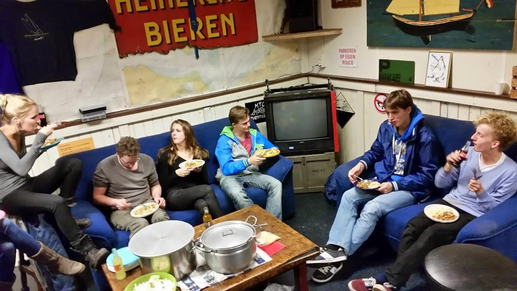 Bevers & Welpen - Halloween 2014 - 10636913_766495240089828_8504180862127853180_o.jpg