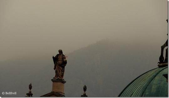 Dom Jesus im Nebel