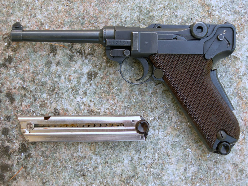 Les Luger suisses, modèles 1906 produits par la Waffen Fabrick à Berne. DSCN1814