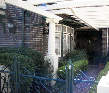 external image 215%2520Oberon%2520Street%2520leadlight%2520Coogee%2520Walk%25203%2520037-small.jpg