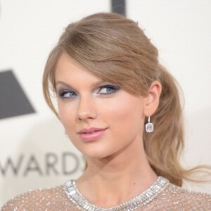 How Much Money Does Taylor Swift Make? Latest Net Worth Income Salary