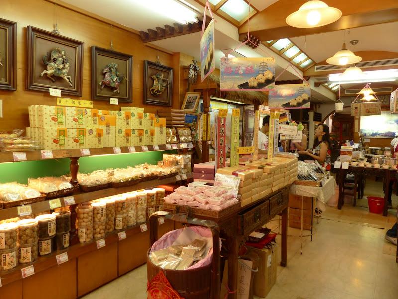 Danshui et une impressionnante collection de moules à gâteaux - P1240845.JPG