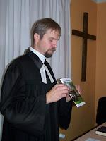 Představení informační publikace o evangelickém sboru v Přešticích.