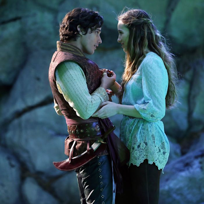 Alice and Cyrus embracing in Once Upon a Time in Wonderland